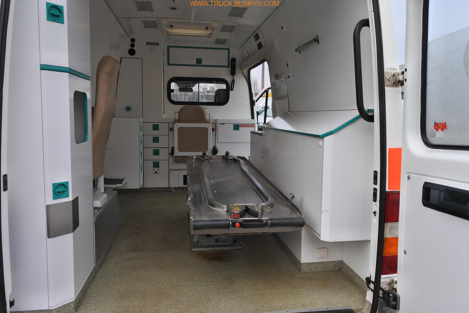 2002_mb_spr316_ambulance_35